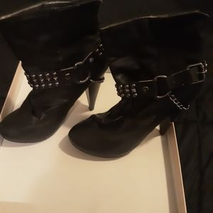Toi et Moi black booties with chain.